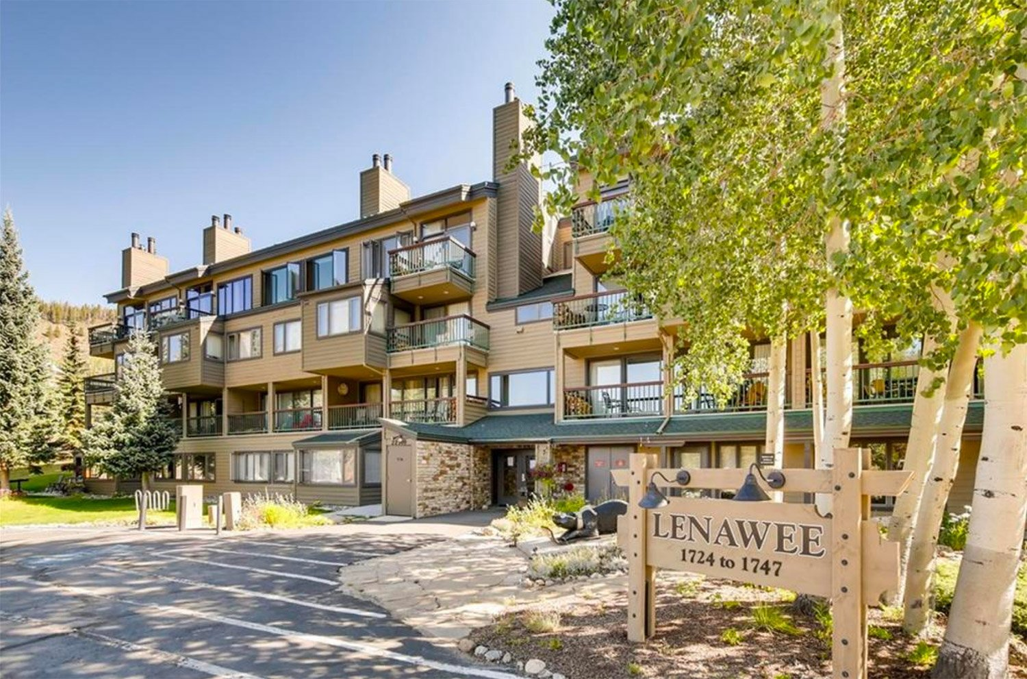 Lenawee Condos at Keystone Resort, front entrance
